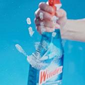 Nettoyage de taches sur verre avec Windex